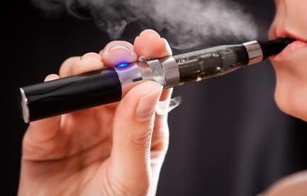 Cigarette électronique : polémique sur son efficacité