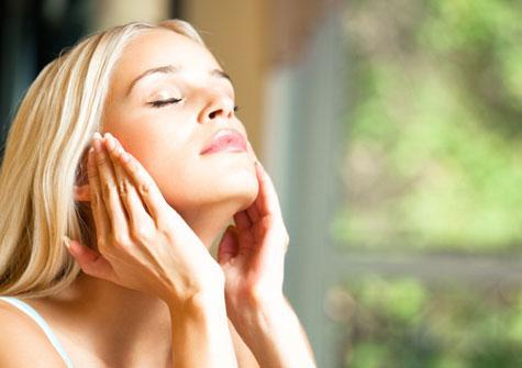 16 astuces naturelles pour prendre soin de votre peau