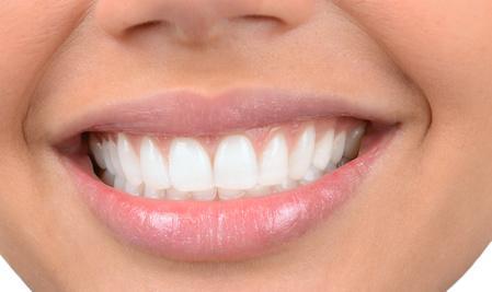 Dents saines : 4 recettes pour fabriquer un dentifrice maison