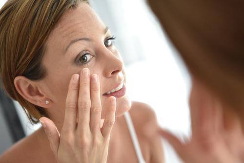 8 méthodes simples et naturelles pour éliminer les taches brunes