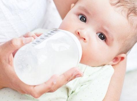 Bébé : attention aux allergies au lait de vache !