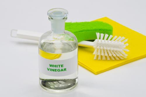 Le vinaigre blanc : alternative écologique aux produits ménagers industriels