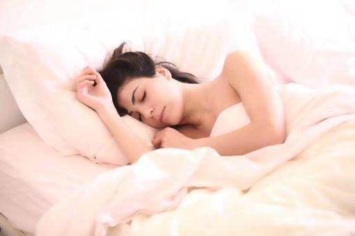 Notre position pour dormir influe sur l'élimination des toxines de notre cerveau
