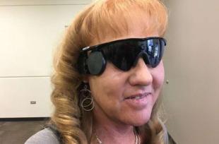 Cette maman aveugle peut voir son fils pour la première fois