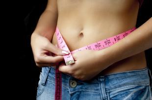 Garder la ligne : les repas réguliers plus efficaces que les régimes