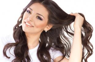 Cheveux secs : 4 recettes naturelles pour en prendre soin