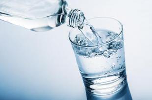 6 symptômes qui indiquent que vous ne buvez pas assez d'eau