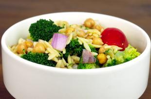 RECETTE SANTÉ - Salade d'orzo aux pois chiches