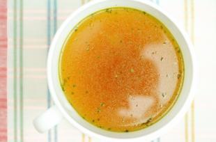 RECETTE SANTÉ - Détox : la soupe de frigoulette catalane pour lendemains de fête