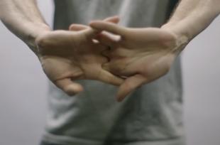[VIDÉO] Voici ce qu'il se passe lorsque l'on fait craquer ses doigts