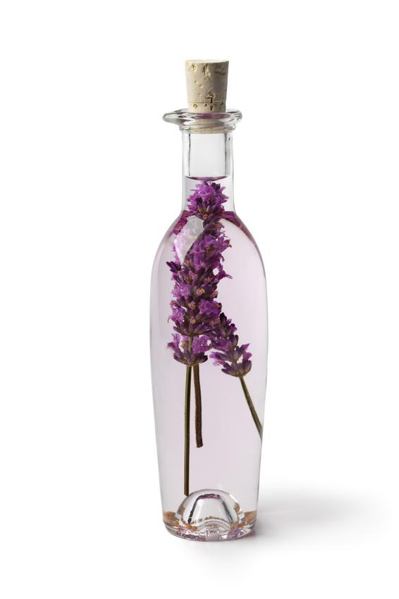 Soins naturels 4 produits naturels pour lutter contre for Vinaigre et huile essentielle